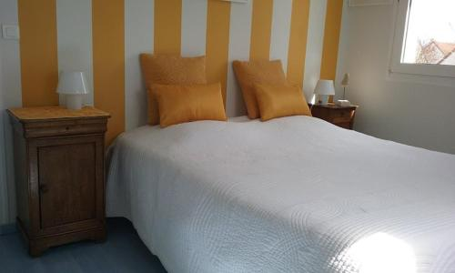 Chez Véronique : Guest accommodation near Douvres-la-Délivrande