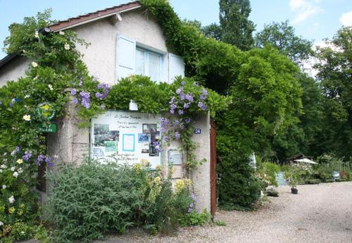 Gîtes du Jardin Francais : Guest accommodation near Saint-Pathus