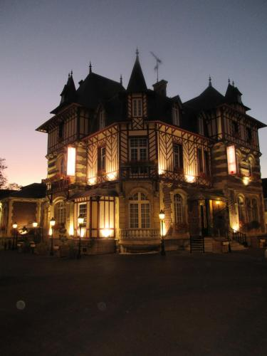 Manoir Saint Eloi : Hotel near Marest-Dampcourt