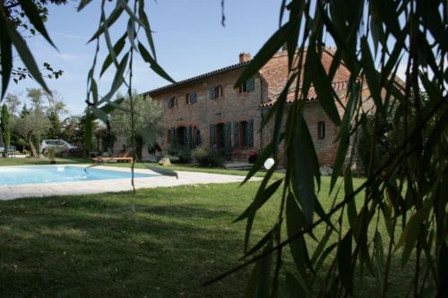 Le Clos de Mara : Guest accommodation near Auribail