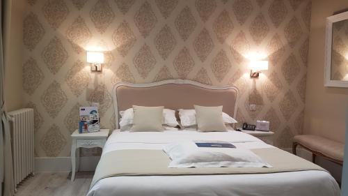 Kyriad Saumur Centre : Hotel near Les Ulmes