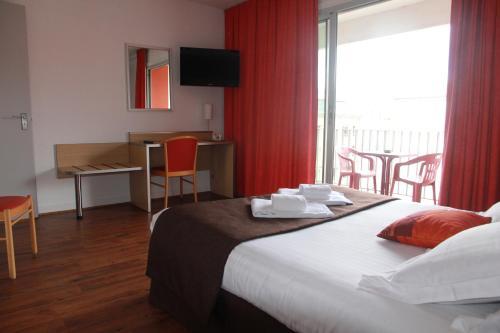 Hotel Chris'tel : Hotel near Saint-Haon