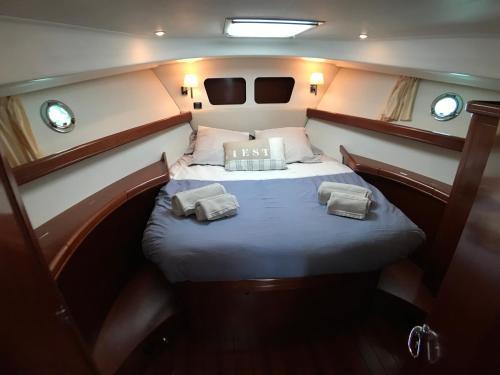 Granviles-Charter : Guest accommodation near Longueville