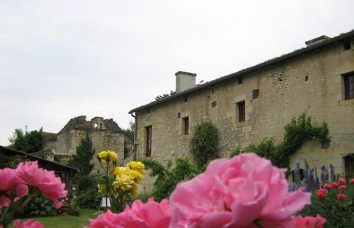 Seigneurie Berrie : Bed and Breakfast near Louzy