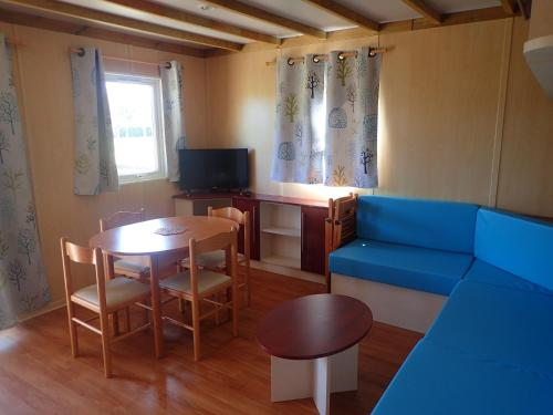 Camping Le Sorlut : Guest accommodation near Saint-Simon-de-Pellouaille