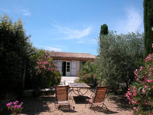 Le Mazet de la Dame : Bed and Breakfast near Aramon