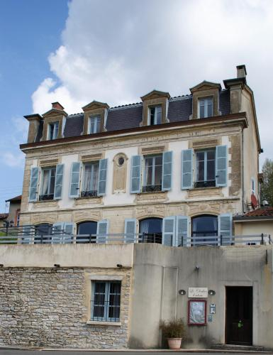 Le Clocher : Bed and Breakfast near Pirajoux