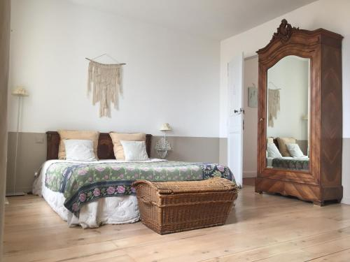 Le Logis Blanc : Bed and Breakfast near Fleury