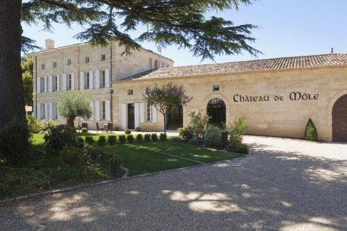 Château de Môle : Bed and Breakfast near Saint-Christophe-des-Bardes