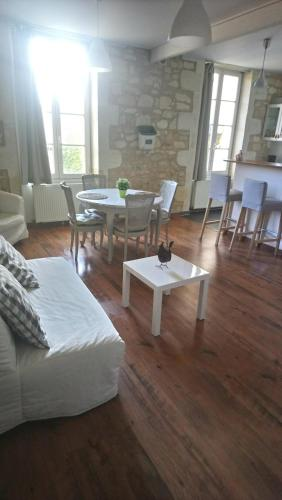 Entre Estuaire et Citadelle : Apartment near Mombrier