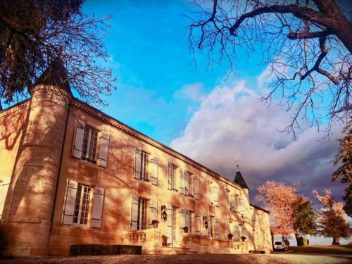 Chateau Sénailhac : Bed and Breakfast near Carbon-Blanc