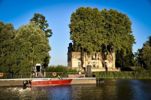 Château Grattequina Hôtel : Hotel near Sainte-Eulalie