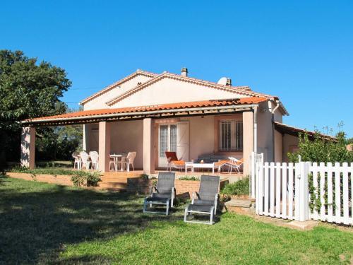 Ferienhaus mit Pool Gonfaron 120S : Guest accommodation near Carnoules
