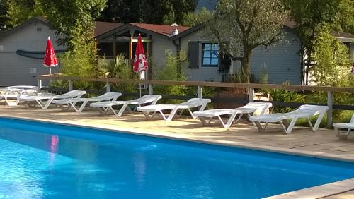 Camping du Lac : Guest accommodation near L'Herm