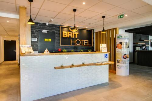 Brit Hotel Reims La Neuvillette : Hotel near Saint-Germainmont