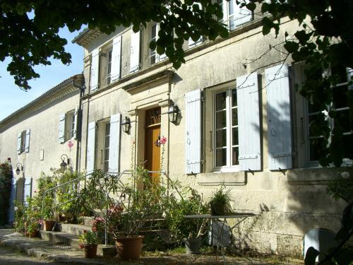 Chambres d'Hôtes - Les Bujours : Bed and Breakfast near Luchat