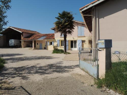 La maison de l'ormeau : Guest accommodation near Labastide-Saint-Pierre