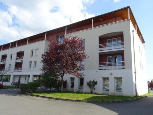 Domitys Le Village : Guest accommodation near La Chapelle-Saint-Laurian
