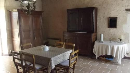 Gite rural DUNAND : Guest accommodation near Fontgombault