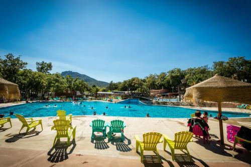 Camping Le Bois Fleuri : Guest accommodation near Villelongue-dels-Monts