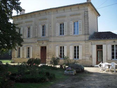 La Maison des Aurélines : Bed and Breakfast near Coutras