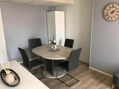Appart Meublé Bourgoin : Apartment near Pommier-de-Beaurepaire