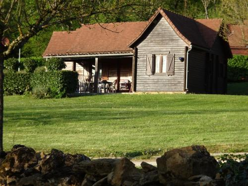 Les Chalets de Thegra : Guest accommodation near Alvignac