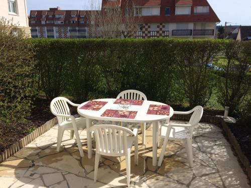 Résidence Le France : Apartment near Blonville-sur-Mer