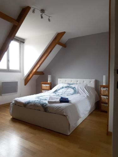 La Maison Du Bonheur : Bed and Breakfast near Le Coudray-Montceaux