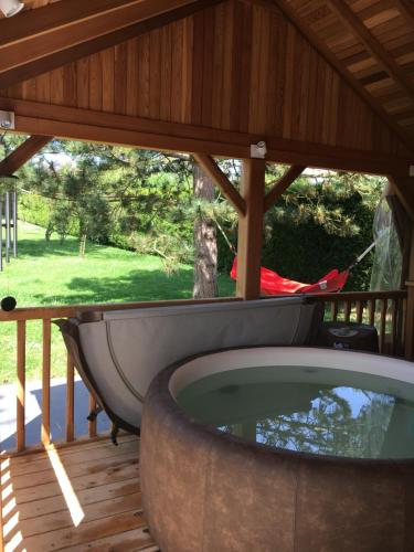 La Pomme Qui Roule : Guest accommodation near Gravigny