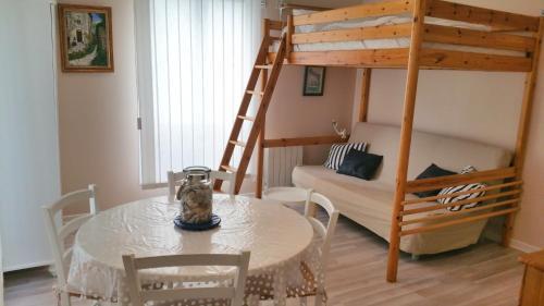 La Blanche Nef : Apartment near Graye-sur-Mer