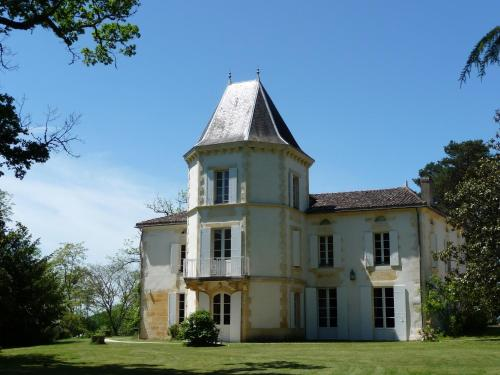 Domaine de Fonroques : Guest accommodation near Saint-Michel-de-Montaigne