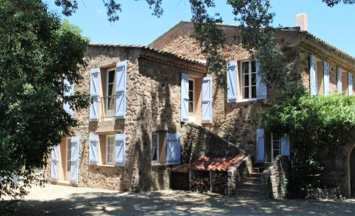 Chateau des Bertrands : Bed and Breakfast near Les Mayons