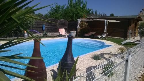 GITE A L'OREE DES BOIS : Guest accommodation near Cavillargues