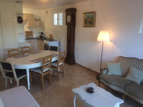 Gîte la Terrasse des Cévennes : Guest accommodation near Loubaresse