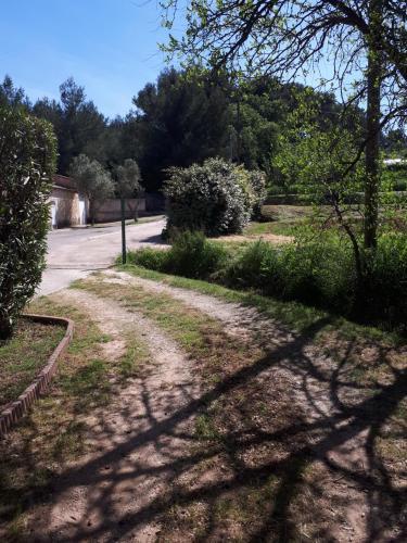 Studio Chemin de la Bouyere : Apartment near Évenos