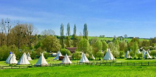 Les Tipis du Bonheur de Vivre : Guest accommodation near Fontenay-sur-Vègre