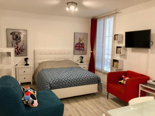 Studio Confort Centre Parking Gratuit : Apartment near Espinasse-Vozelle