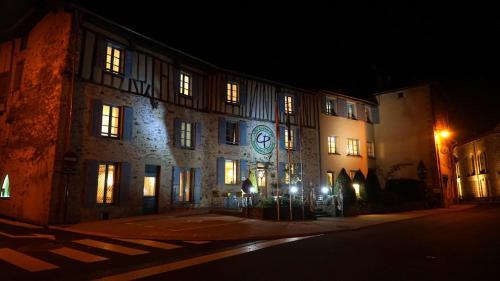 Hôtel Le Saint Eloi - Restaurant C. Pasquier : Hotel near Flavignac