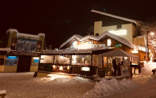 Hotel Edelweiss : Hotel near Villeneuve-d'Entraunes