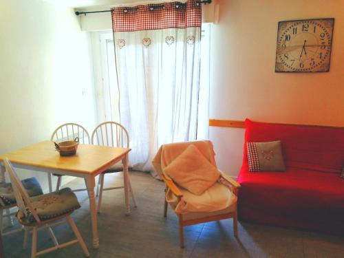 Jolie Studio rénové : Apartment near Estavar