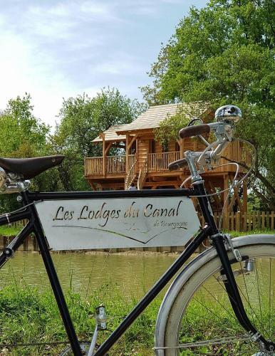 Les Lodges du Canal de Bourgogne : Guest accommodation near Quincerot