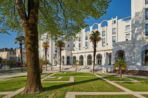 Hotel & Spa Vacances Bleues Le Splendid : Hotel near Dax