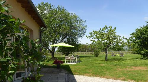 Entre Vignes et Chênes : Guest accommodation near Lamothe-Montravel