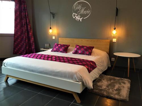 Le Manoir d'à Côté : Guest accommodation near Graye-sur-Mer