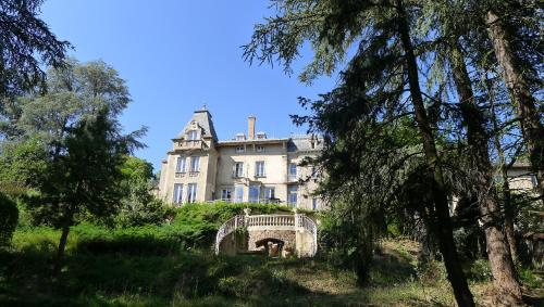 Un manoir à Tarare : Guest accommodation near Le Breuil