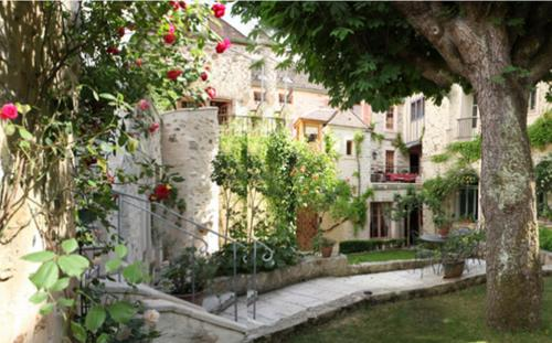 Chambres d'hôtes La Closerie des Trois Marottes : Bed and Breakfast near Rubelles