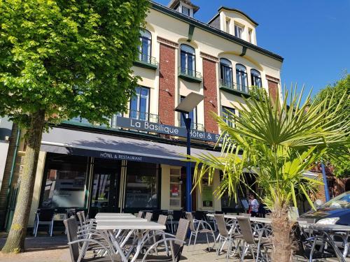 Logis Hotel De La Basilique : Hotel near Senlis-le-Sec