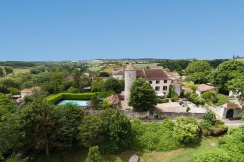 Chateau de Sadillac : Guest accommodation near Saint-Quentin-du-Dropt