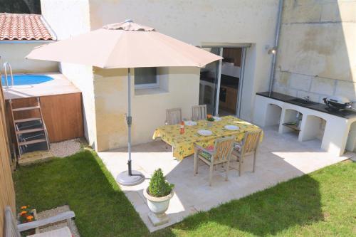 Maison Tarascon : Guest accommodation near Saint-Pierre-de-Mézoargues